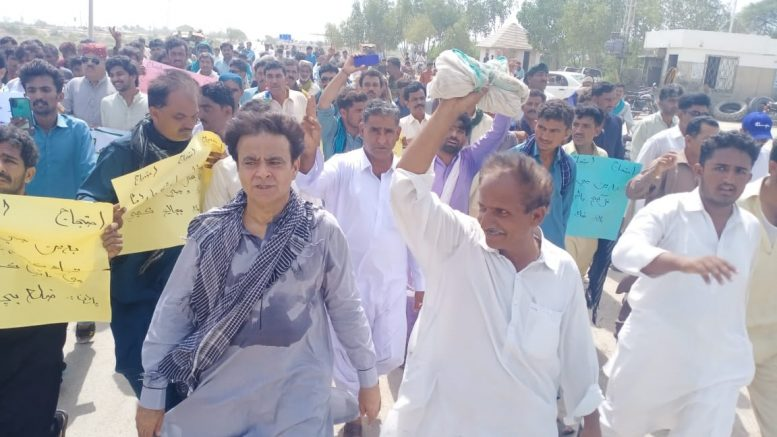 Widespread protest in Badin's town against nagging water crisis
