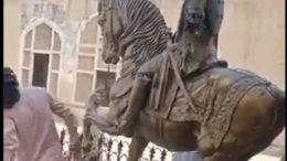 Video of TLP Worker Breaking Ranjit Singh Statue Lahore Fort